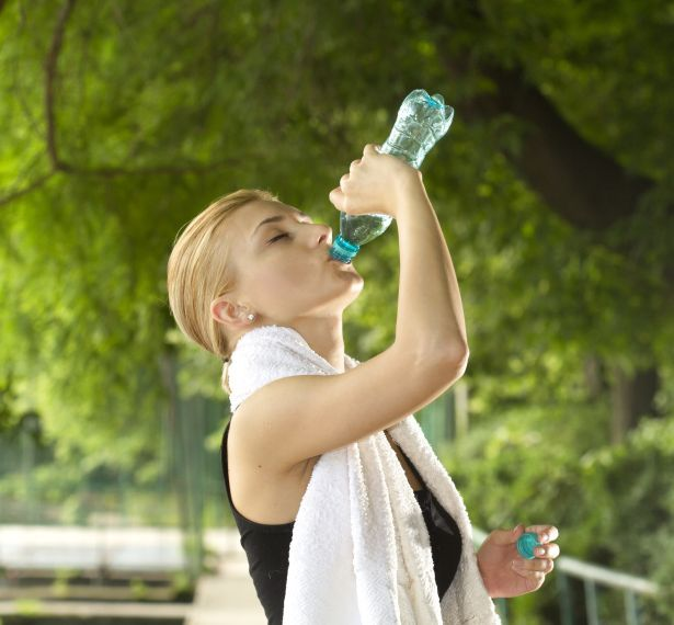 woman-drinking-water-exercise