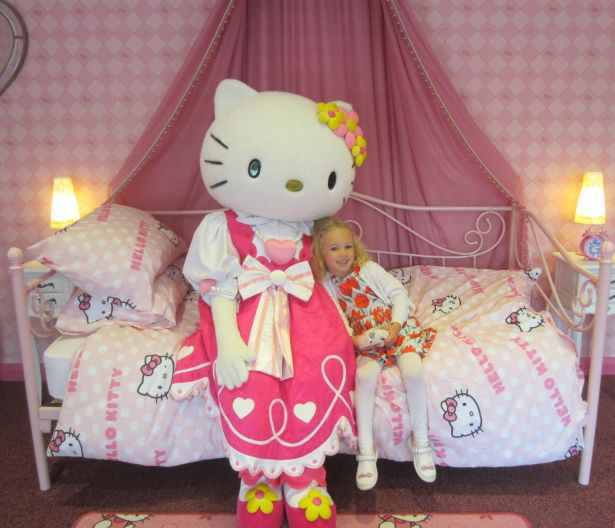 Hello Kitty at her Drusillas home - small (002)
