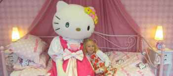 Hello.Kitty.at.her.Drusillas.home..small.002 (1)